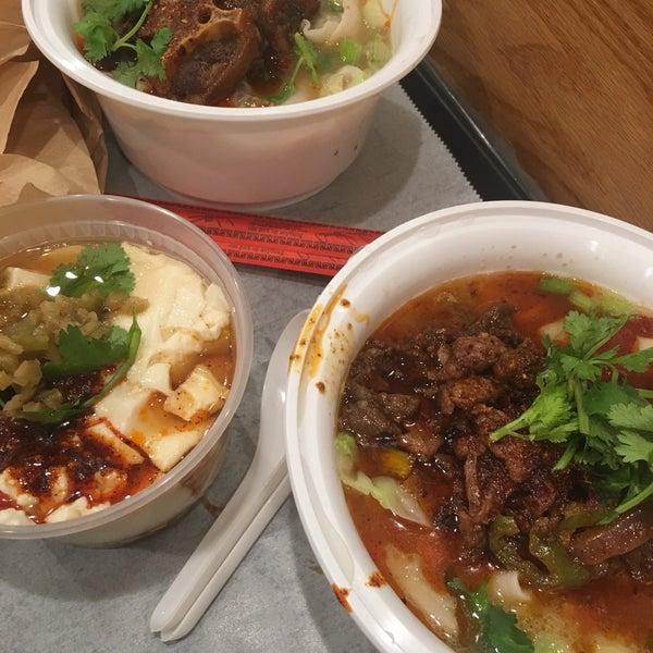 Foto tirada no(a) Xi'an Famous Foods por Cindy W. em 9/9/2018