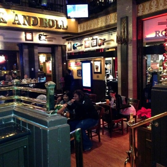 Photo taken at Hard Rock Cafe Washington DC by Randy G. on 12/3/2012