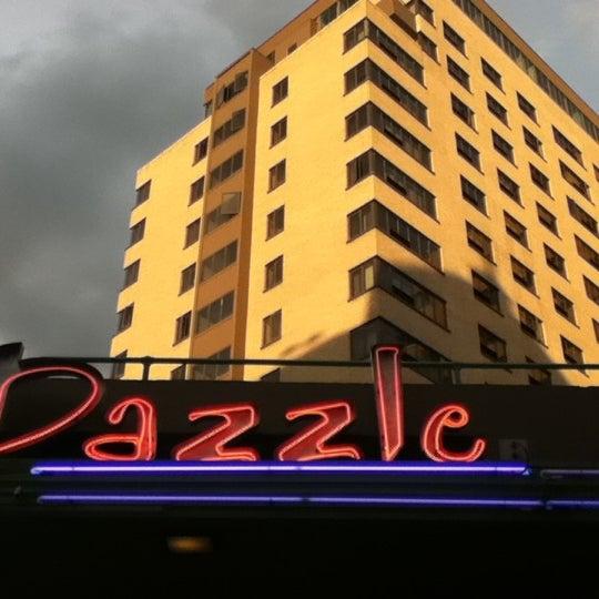 Foto tirada no(a) Dazzle por Tyler J. em 8/4/2011