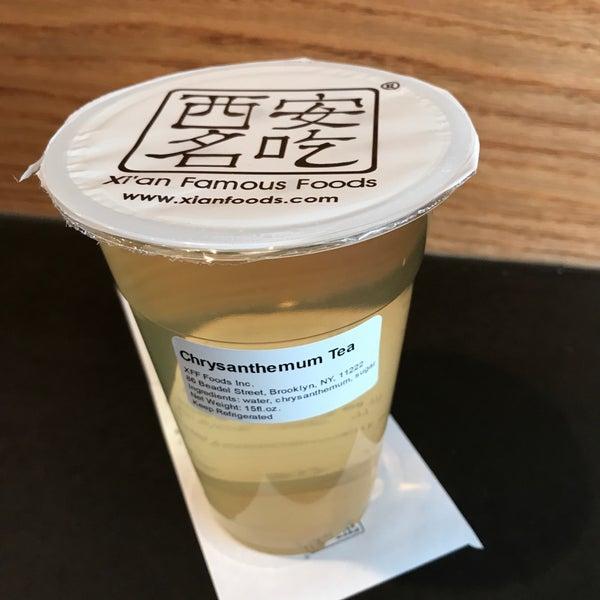 Foto tirada no(a) Xi'an Famous Foods por Jessie W. em 11/10/2017