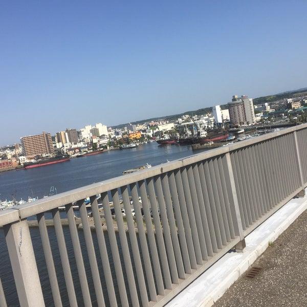 Photo taken at 中の島大橋 by yurisamu on 5/5/2016