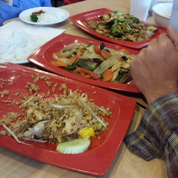 Photo taken at Dancing Noodle by David S. on 5/10/2014