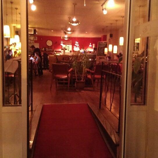 8/5/2014 tarihinde Eric M.ziyaretçi tarafından Café Lézard'de çekilen fotoğraf