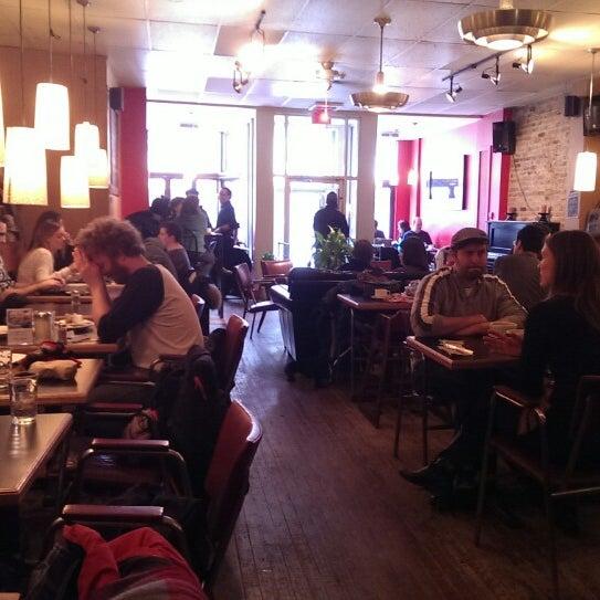 3/30/2014 tarihinde Eric M.ziyaretçi tarafından Café Lézard'de çekilen fotoğraf
