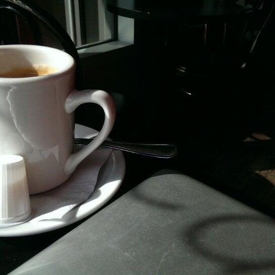 3/9/2015 tarihinde Eric M.ziyaretçi tarafından Café Lézard'de çekilen fotoğraf