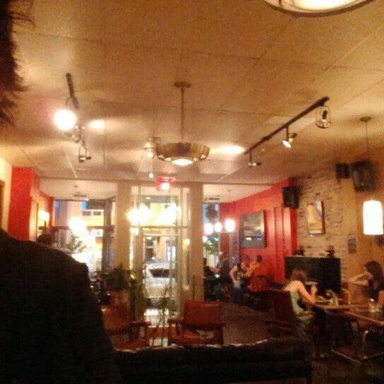 8/8/2014 tarihinde Eric M.ziyaretçi tarafından Café Lézard'de çekilen fotoğraf