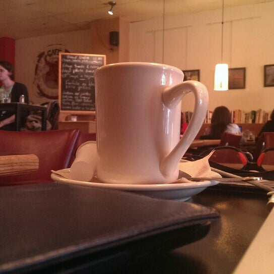 5/5/2014 tarihinde Eric M.ziyaretçi tarafından Café Lézard'de çekilen fotoğraf
