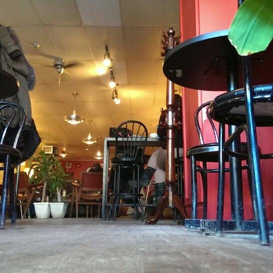2/20/2015 tarihinde Eric M.ziyaretçi tarafından Café Lézard'de çekilen fotoğraf