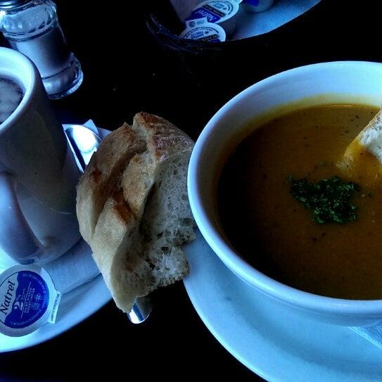 8/12/2015 tarihinde Eric M.ziyaretçi tarafından Café Lézard'de çekilen fotoğraf