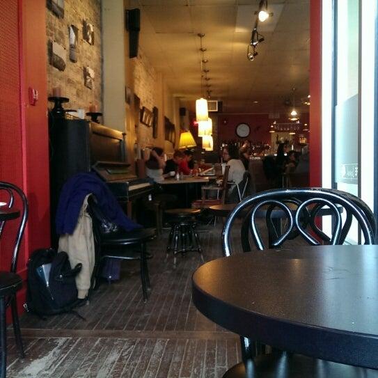 3/22/2015 tarihinde Eric M.ziyaretçi tarafından Café Lézard'de çekilen fotoğraf
