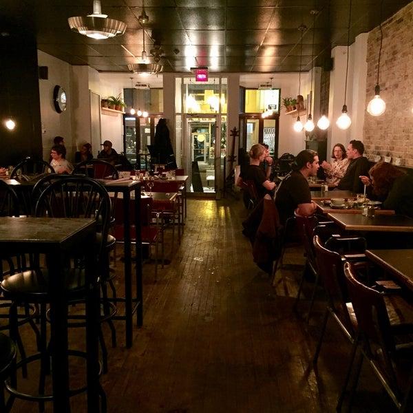 3/26/2017 tarihinde Eric M.ziyaretçi tarafından Café Lézard'de çekilen fotoğraf