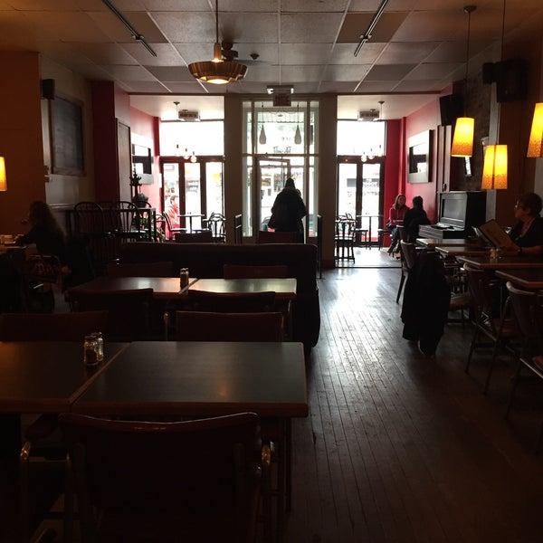 11/19/2016 tarihinde Eric M.ziyaretçi tarafından Café Lézard'de çekilen fotoğraf