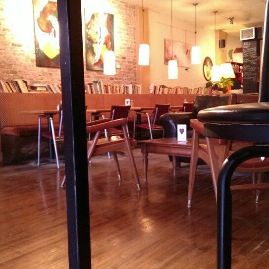 2/24/2014 tarihinde Eric M.ziyaretçi tarafından Café Lézard'de çekilen fotoğraf
