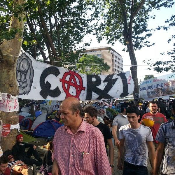 6/11/2013にOzan O.がTaksim Gezi Parkıで撮った写真