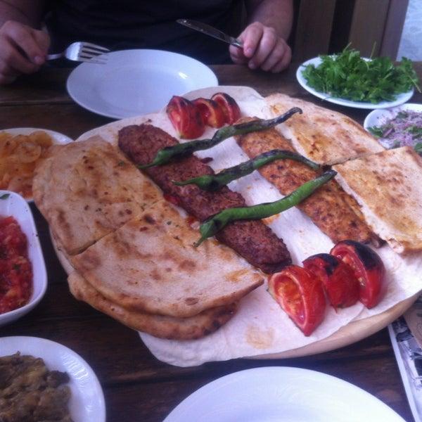 6/28/2013 tarihinde Sevgi Ç.ziyaretçi tarafından Adanalı Yusuf Usta'de çekilen fotoğraf