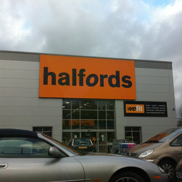 halfords Halfords brake hose clips halfords brake hose clips are replacement clips that hold your brake wire in its rightful place we would like to say they offer magical powers, but no, they are just brake hose clips.