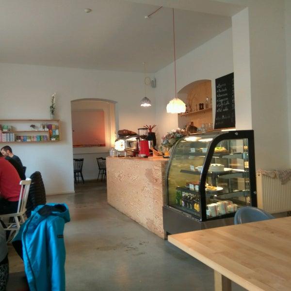 Foto diambil di Mikyna Coffee & Food Point oleh Viktor R. pada 9/24/2016