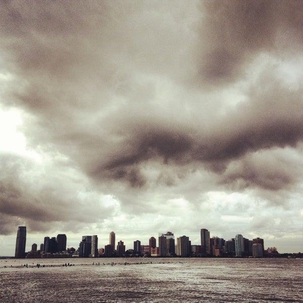 Das Foto wurde bei Hudson River Park von Karyn S. am 8/7/2013 aufgenommen