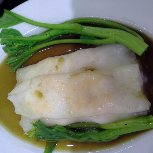 Photo taken at Hoằng Long Restaurant by QA N. on 5/11/2014