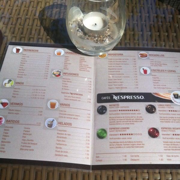 Foto tomada en Gassho Sanxenxo Lounge Bar-Café por Vero el 9/16/2013