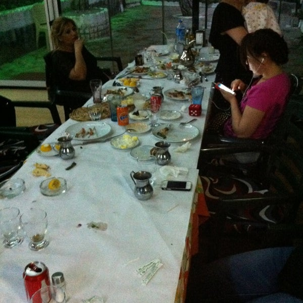 5/23/2013 tarihinde Barlas B.ziyaretçi tarafından Çamaltı Restaurant'de çekilen fotoğraf
