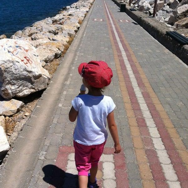 6/21/2013 tarihinde GözMus K.ziyaretçi tarafından Küçükkuyu Limanı'de çekilen fotoğraf