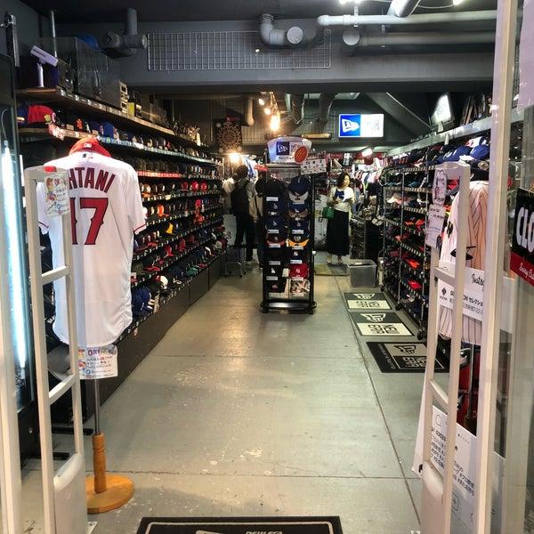 5/25/2018にダイソンがSELECTION 新宿店 ベースボール館で撮った写真