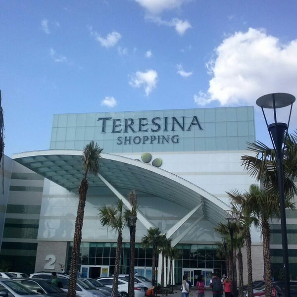 Foto tirada no(a) Teresina Shopping por Meroveu B. em 9/28/2013