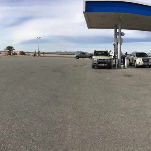 Photo taken at Moapa Paiute Travel Plaza / Chevon Gas by Javo on 3/21/2016
