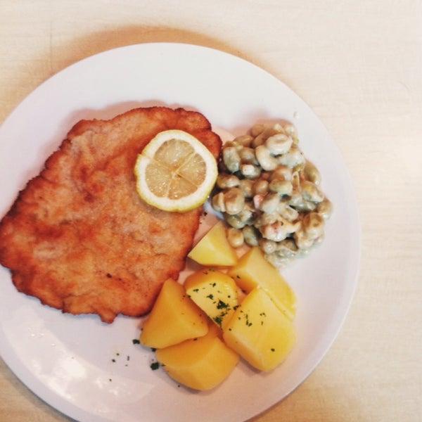 Futtern wie bei Großmuttern: Super Mittagstisch im charmanten 60er-Jahre-Ambiente.