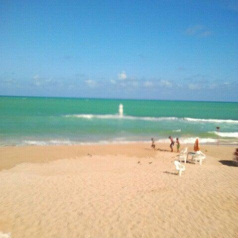 Foto tirada no(a) Praia Mirante da Sereia por Livya C. em 1/11/2013