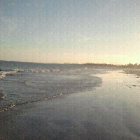 Foto tirada no(a) Praia de Paripueira por Livya C. em 1/13/2013