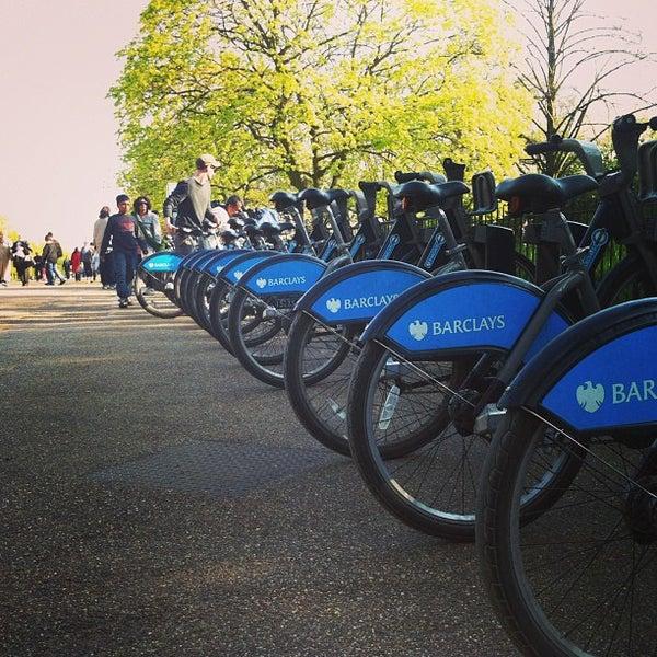 Photo taken at Kensington Gardens by Olga T. on 5/2/2013