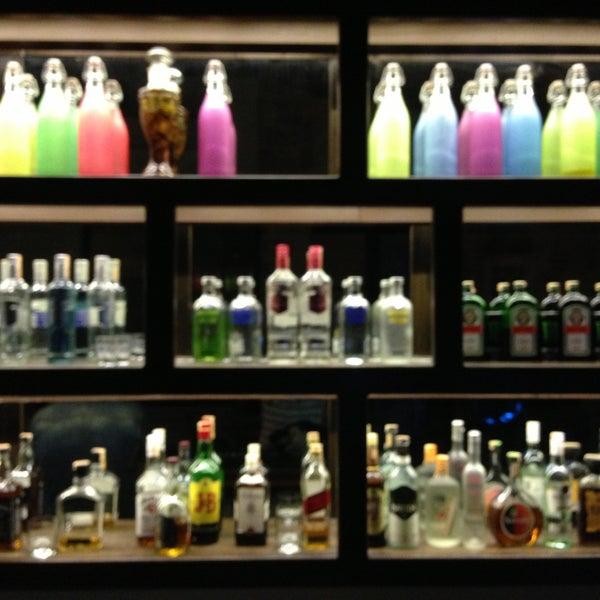 4/24/2013 tarihinde Erhan B.ziyaretçi tarafından Up Shot Bar'de çekilen fotoğraf