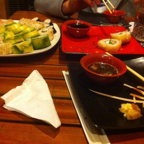 12/15/2013 tarihinde Esteban ziyaretçi tarafından Nagai Sushi'de çekilen fotoğraf
