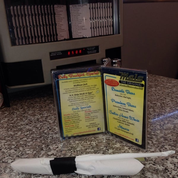 Photo taken at The Original Mel's Diner by Brysons T. on 1/23/2014