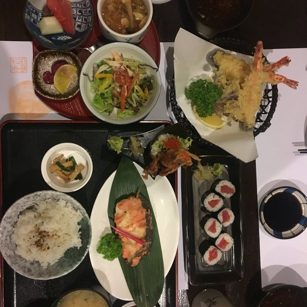 Photo taken at Hyotan Japanese Restaurant by Caymun E. on 7/23/2016