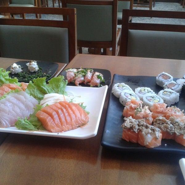 รูปภาพถ่ายที่ Saikou Sushi โดย Ariane C. เมื่อ 11/2/2014