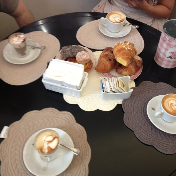 5/11/2013에 Sogand N.님이 Antonella Dolci e Caffé에서 찍은 사진