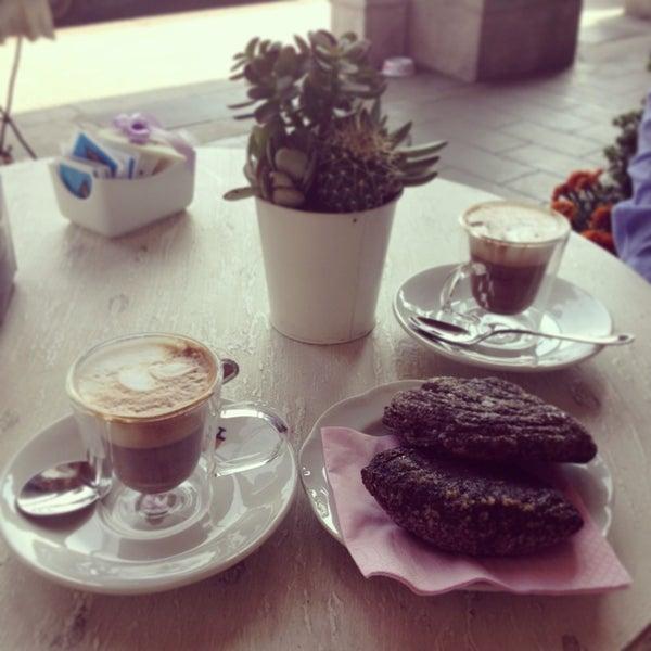 6/8/2013에 Sogand N.님이 Antonella Dolci e Caffé에서 찍은 사진