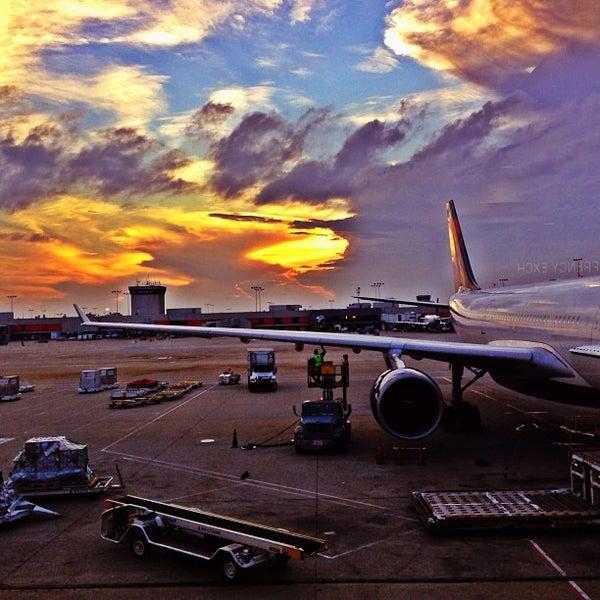 Photo taken at Hartsfield-Jackson Atlanta International Airport (ATL) by Edgard O. on 8/22/2013