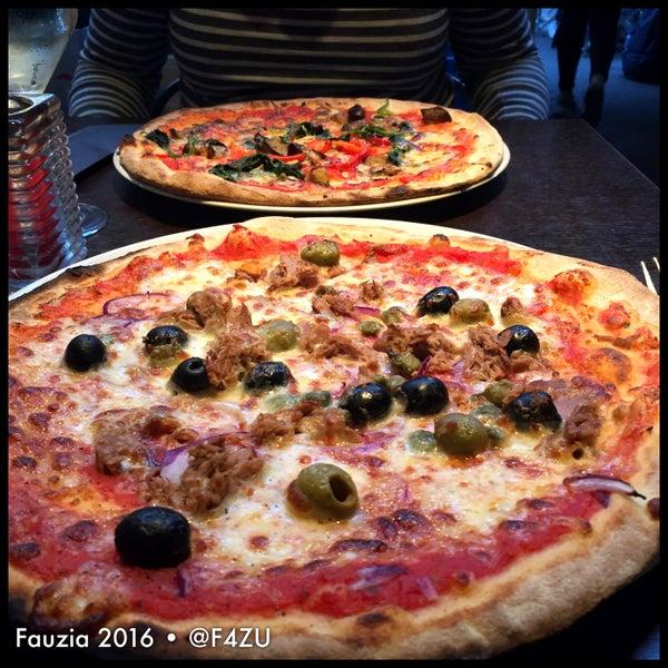 Photo taken at Very Italian Pizza by Fauzia J. on 9/16/2016