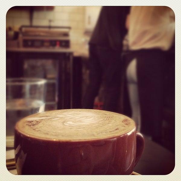 รูปภาพถ่ายที่ Anonymous Café โดย Marion C. เมื่อ 11/5/2012
