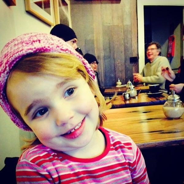 รูปภาพถ่ายที่ Anonymous Café โดย Marion C. เมื่อ 7/5/2014