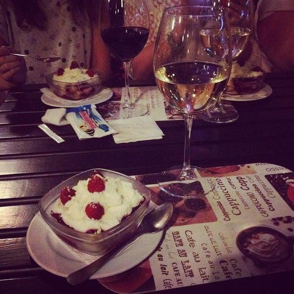 Das Foto wurde bei Café Bon Apрétit von Lewis H. am 7/10/2015 aufgenommen
