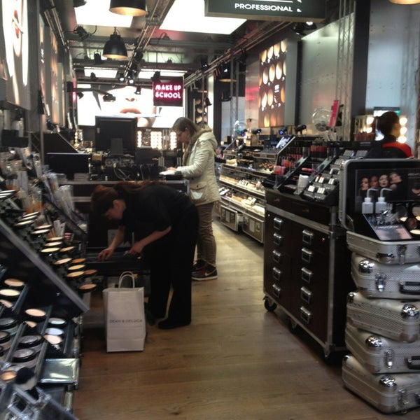 Photo taken at SEPHORA by Kalliane C. on 3/7/2013