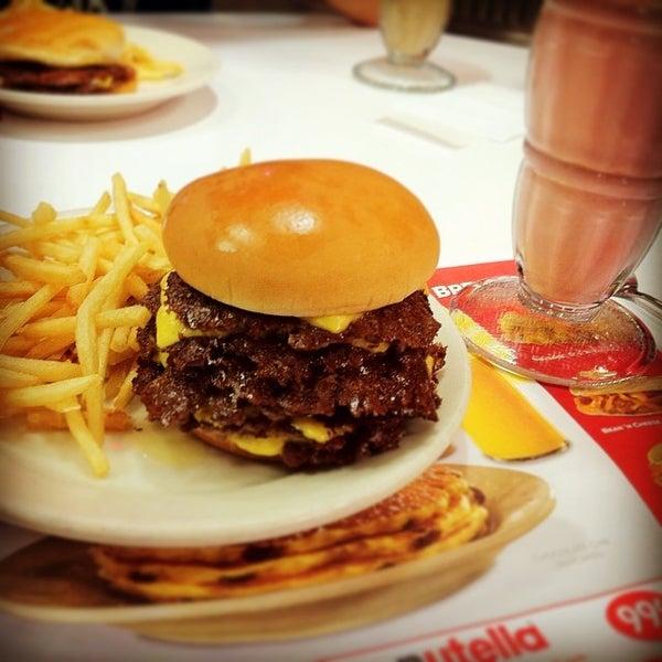 Photo taken at Steak 'n Shake by Sappy on 8/9/2014