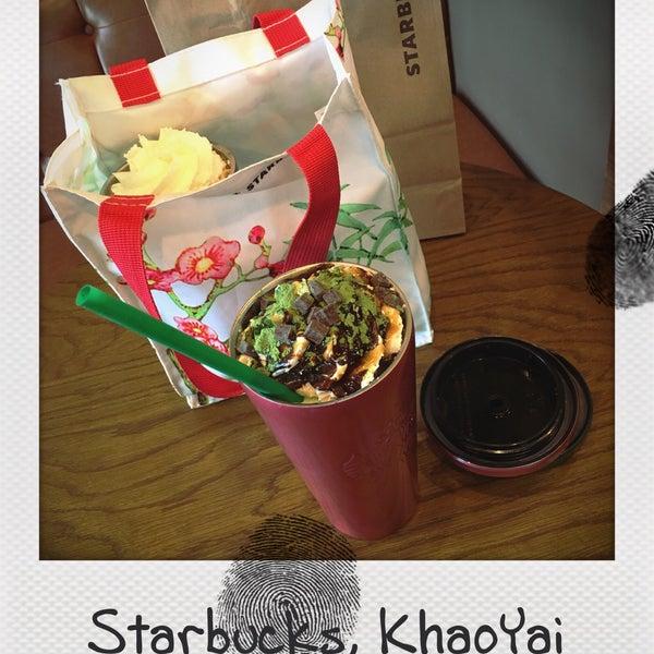 Photo taken at Starbucks by Júllustrator on 11/12/2016