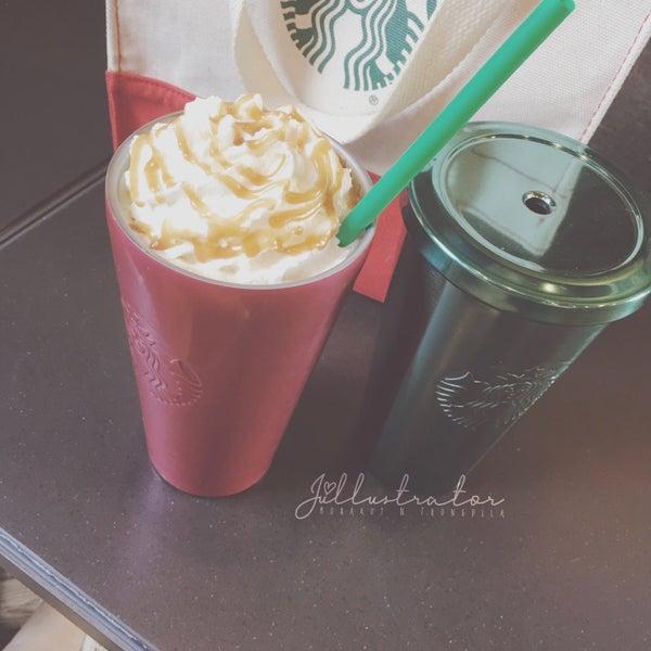 Photo taken at Starbucks by Júllustrator on 2/23/2017