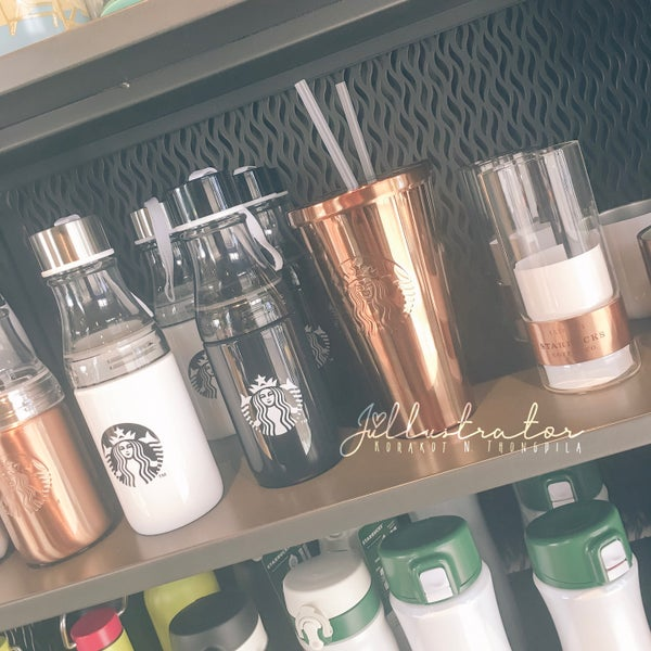 Photo taken at Starbucks by Júllustrator on 7/17/2017